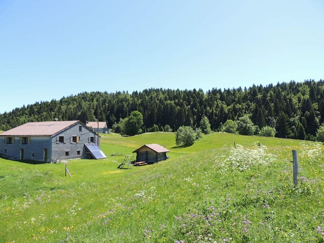 Authentic lodge with Jacuzzi in the Jura Mountains