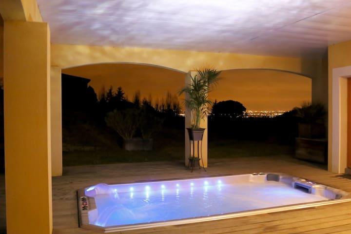 Suite de rêve: terrasse, panorama, jacuzzi XXL
