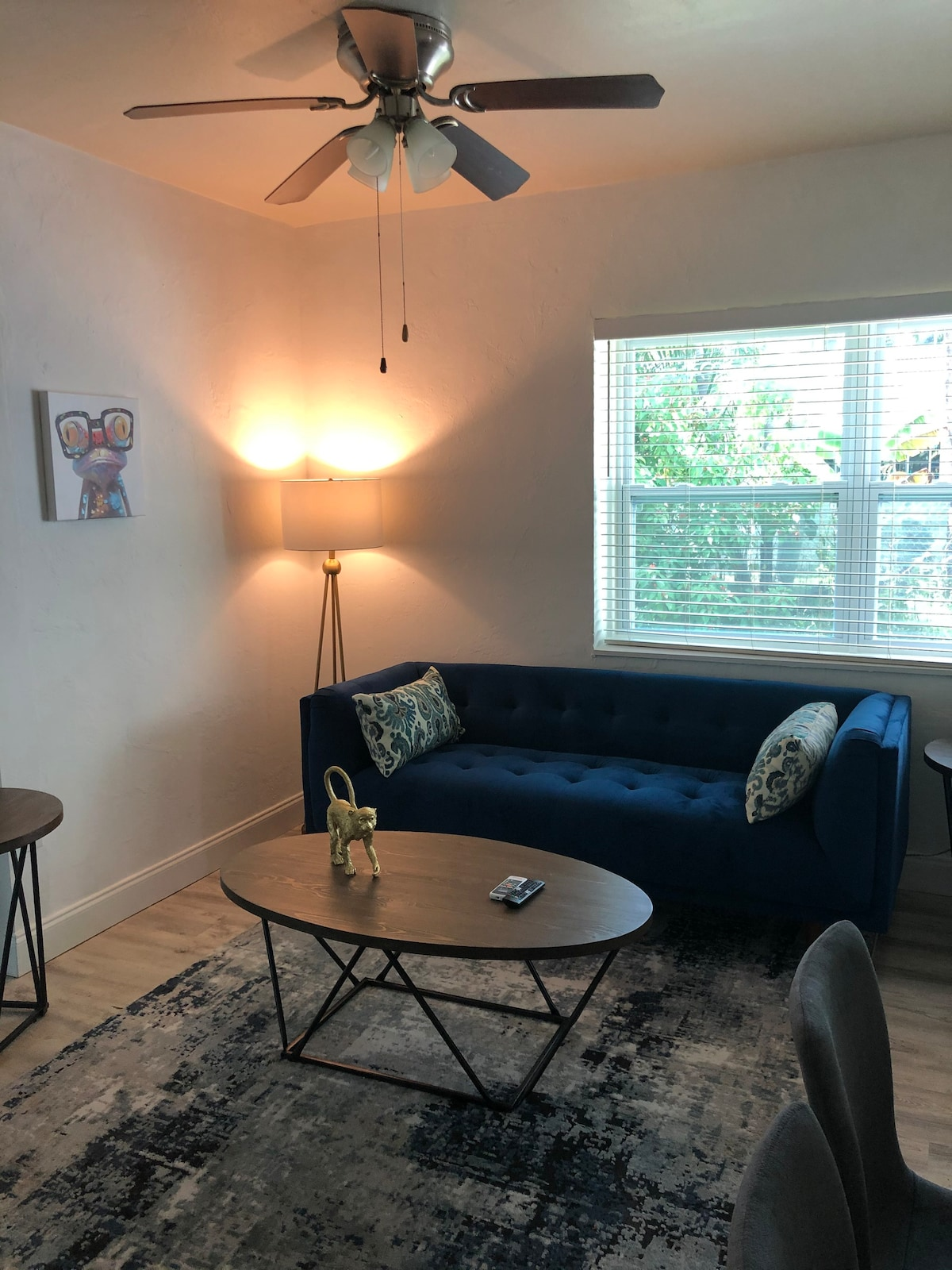 COOL Vibe, Free Parking, Entire Apart.,4 people