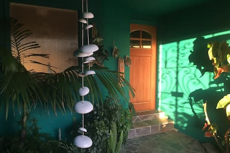 Charming Garden Apartment, Steps From The Beach