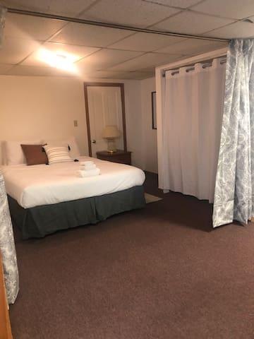 Downtown Lancaster Quiet 1 bedroom (#7)