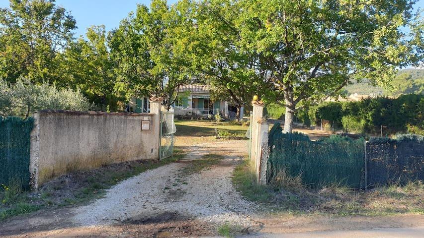 La Motte d'Aigues的民宿