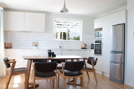 Renovated perfection next to Redwoods Aug 50% off