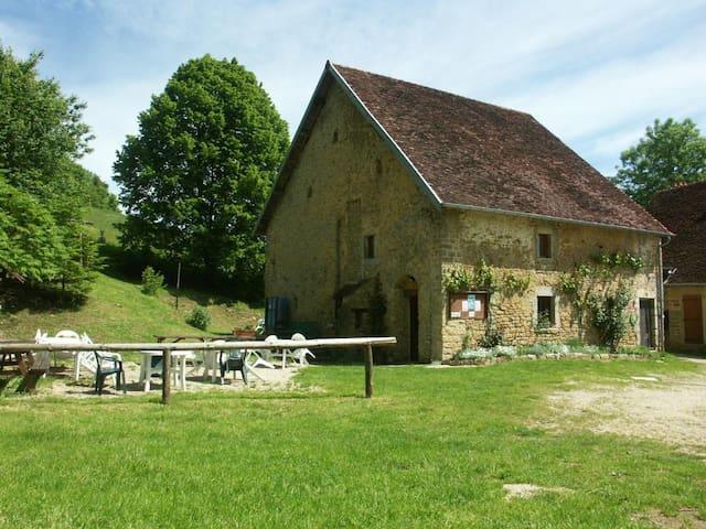 Saint-Lothain的民宿