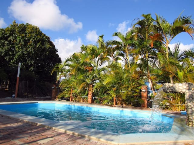 Casa c/ piscina. Vista 180º do MAR. WiFi