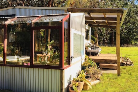 Welcome-Swallow Hideaway, Eco-friendly Tiny Home