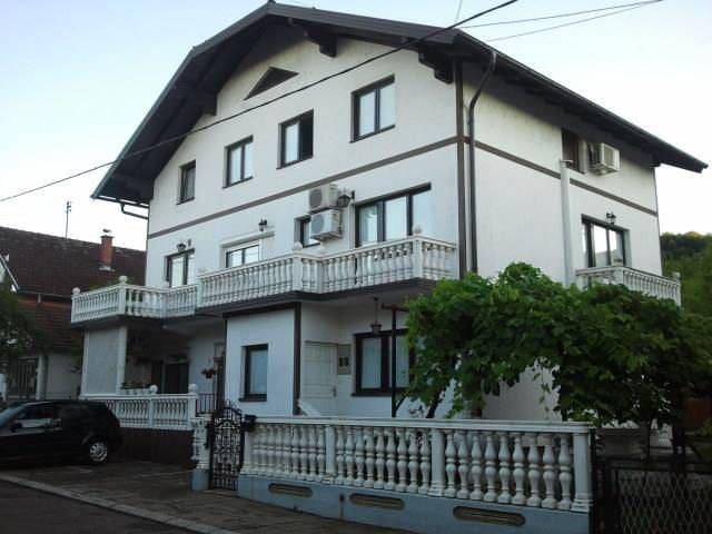Modriča的民宿