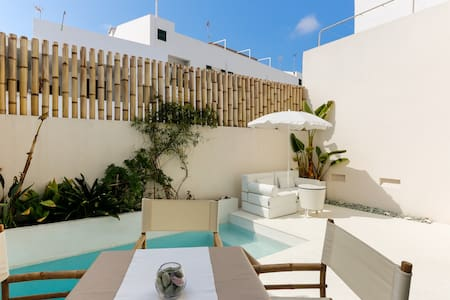 TOWN HOUSE WITH PRIVATE POOL