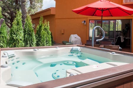 Soak in Hot Tub and Walk to Trails in West Sedona