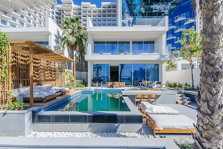 Beach Front Villa in Five Palm Jumeirah Hotel