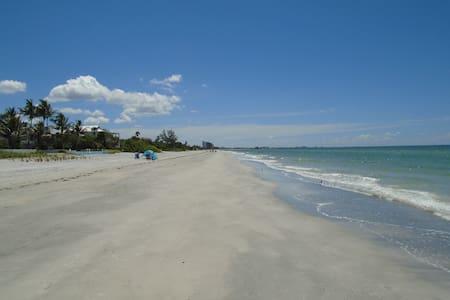 Amazing Beach Condo/ Awesome Amenites