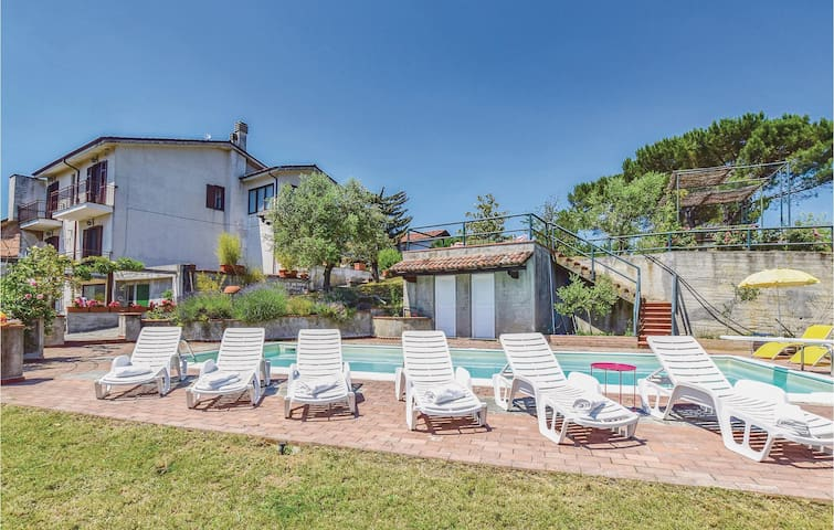 Holiday cottage with 6 bedrooms on 250m² in Montemarzino -AL-
