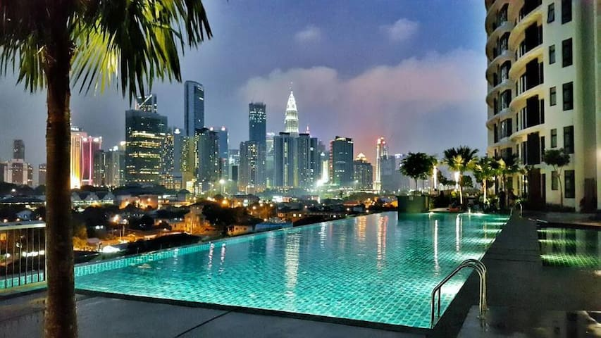 Private room in the city center 5 mins to KLCC