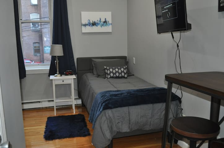 Sleek Single Studio on Newbury St!