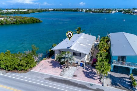 Private Corner Lot, Wide Water Views, 30' Dock