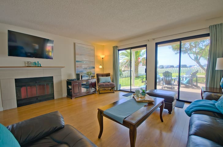 Ocean Front Townhouse w/ view, large Yard