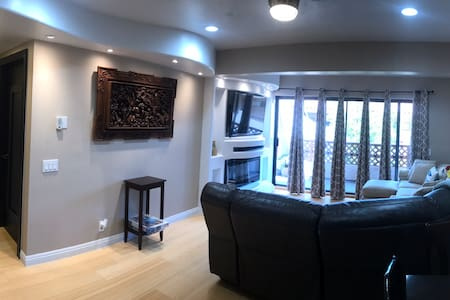 Fully Remodeled 1 bedroom, 2 baths, sleeps 4