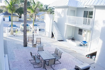 Welcome to The Residences at Royal Palm 7054