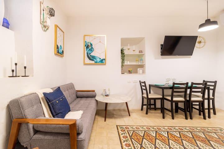 Authentic New Suite //City Center Near The Market