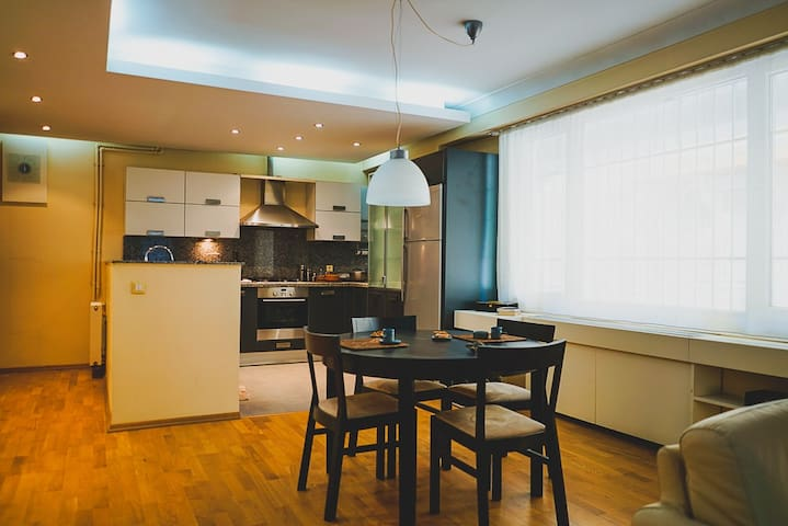 Modern and Clean Apartment near Hip Locations
