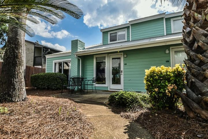 Pet friendly townhome with private beach