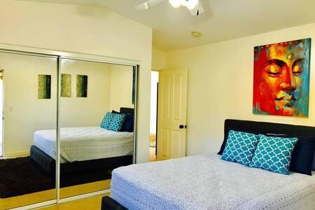 Private Room & Bath Near Beach / Down Town