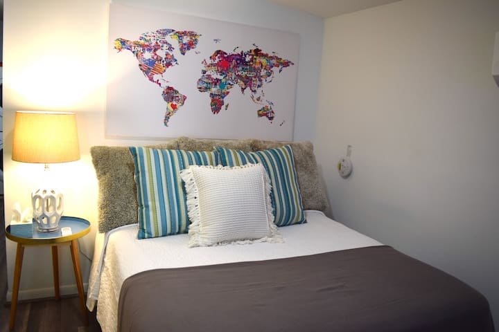 Uptown Guest Suite - 1 Block to St Charles Ave