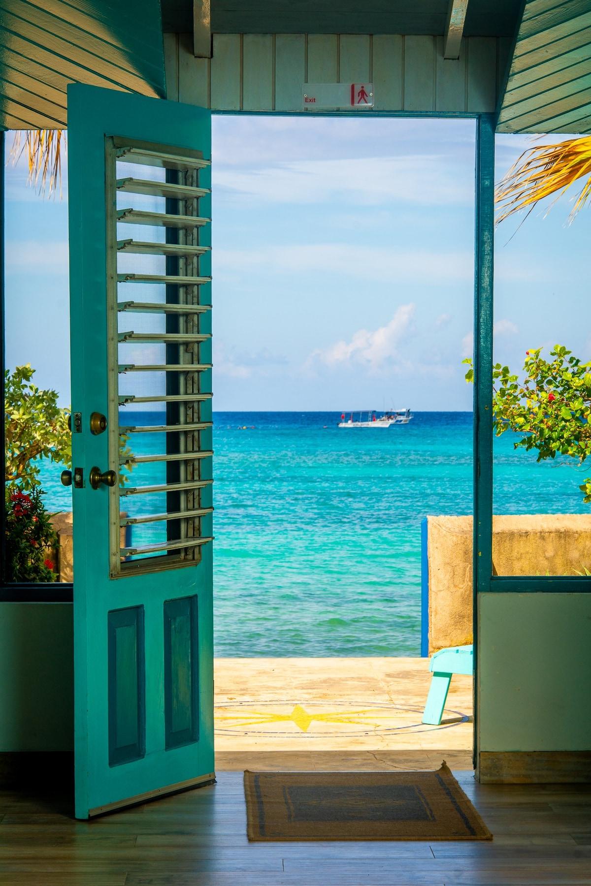Bahia - Charming beach cottage, loft/wood shutters