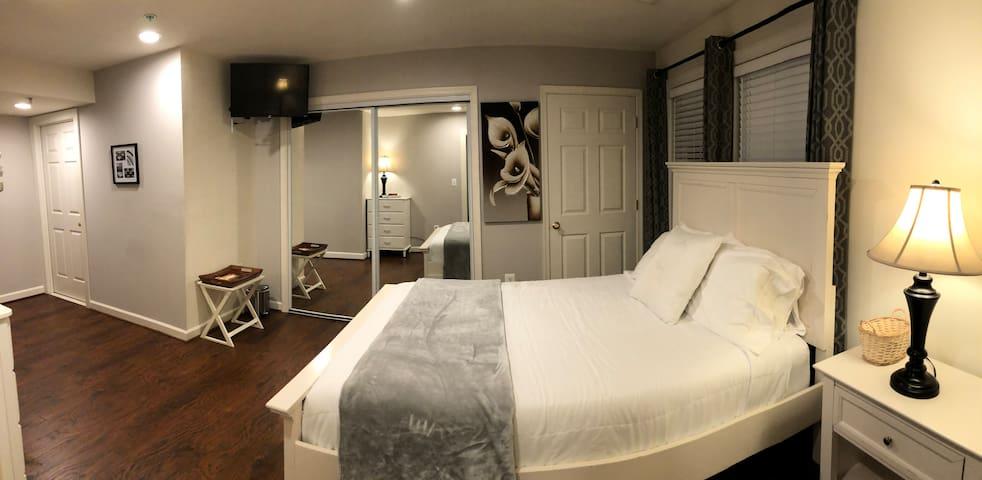 Enchanting & Clean 1 Bedroom Suite