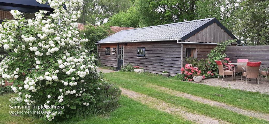 tuinhuisje, eigen wc/douche,  sauna en hottub
