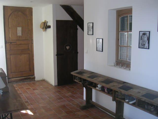 Sainte-Gauburge-Sainte-Colombe的民宿