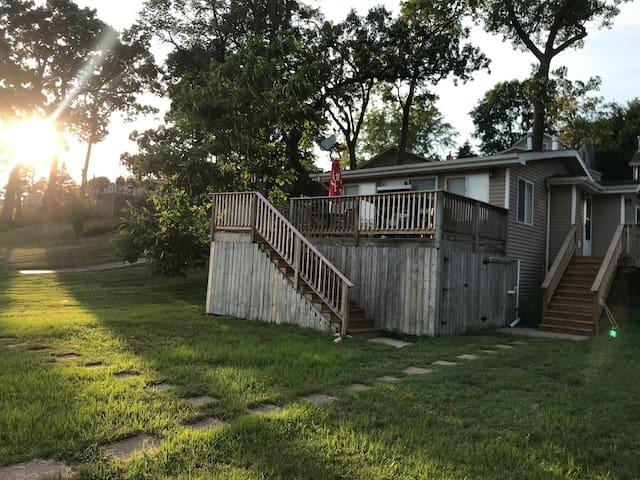All Season Sunset Cottage on Pistakee Lake