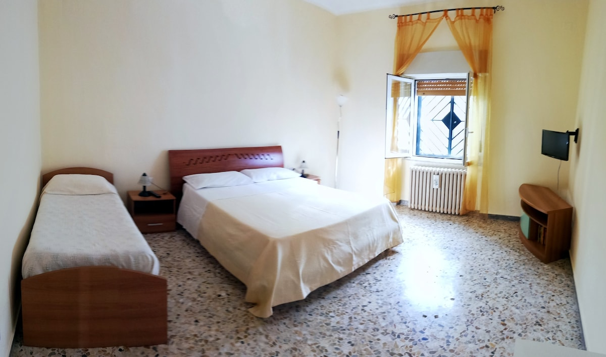 Private and comfortable house near the Airport