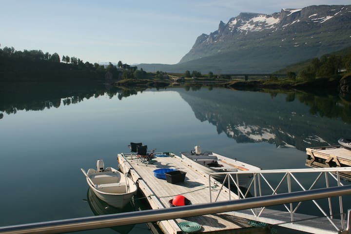 Rorbu with quay, floating dock and Tesla charger