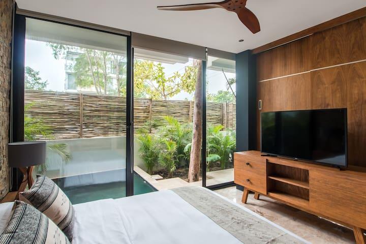 Exquisite ground floor apartment with private pool