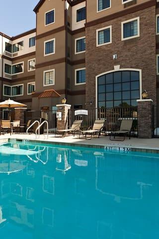 Free Breakfast Buffet + Outdoor Pool + Hot Tub | Modern Studio