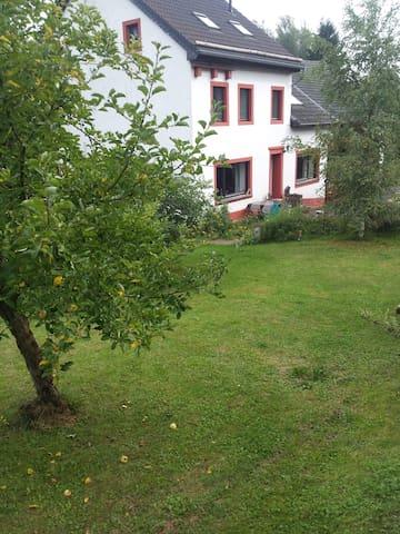 Oberbettingen的民宿