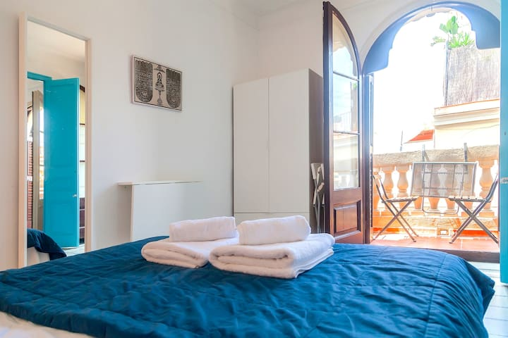Double room with BALCONY in the BEST LOCATION!!
