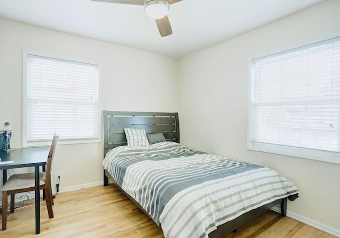 Roomy Queen Bedroom near Beach&LAX W Free Parking