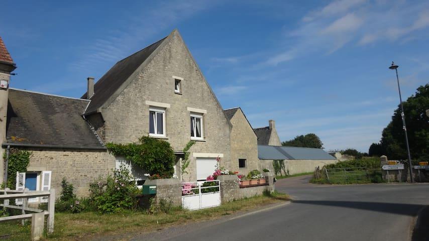 Asnières-en-Bessin的民宿