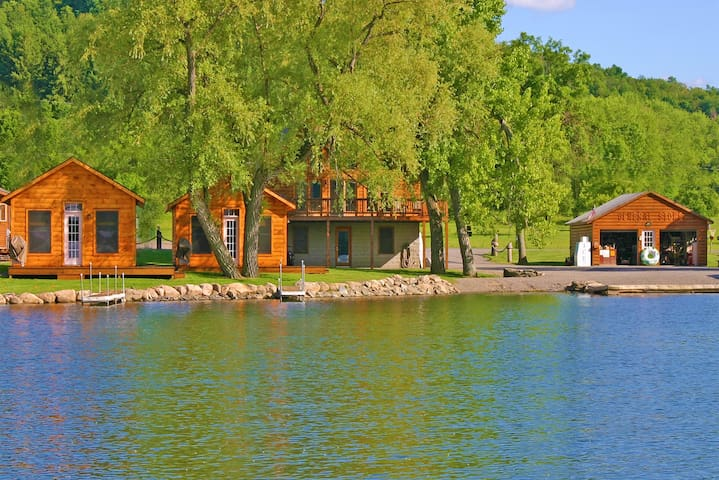 DeRuyter Lake NY Cozy Walleye Cottage South Shore