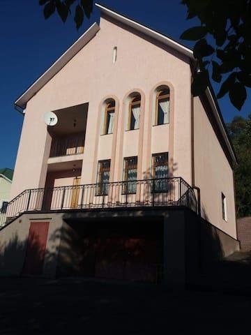 Stari Bezradychi的民宿
