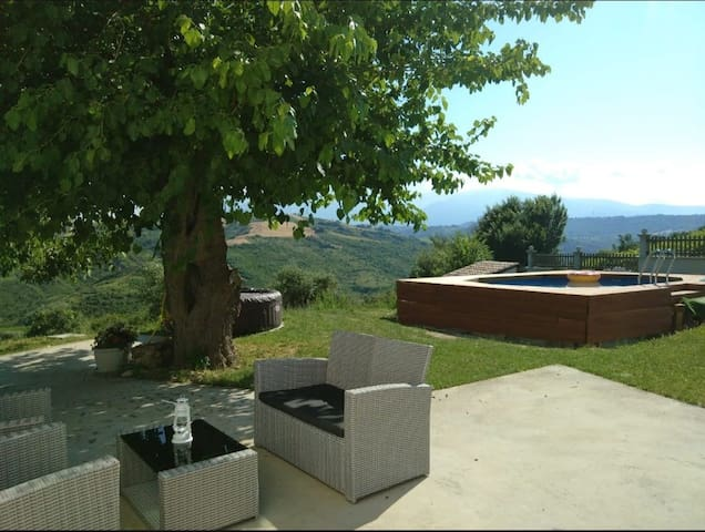 Peaceful countryside house with pool