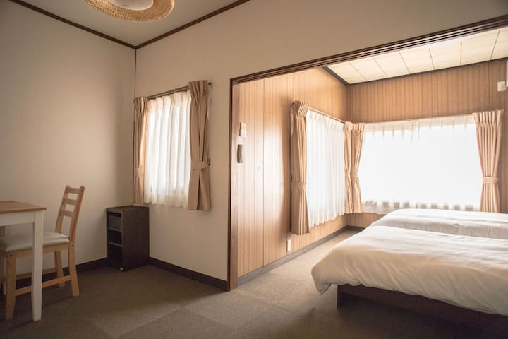 2 beds Western-style room.1 bus from Kyoto sta!