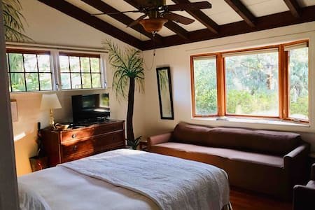 The Island Suite Retreat-comfy,cozy,can't be beat!