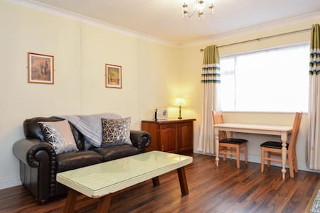 🌻 Galway's Westend 1 Bed Apartment 🌻