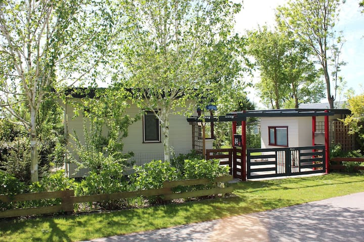 Charming Chalet in Goedereede with Garden