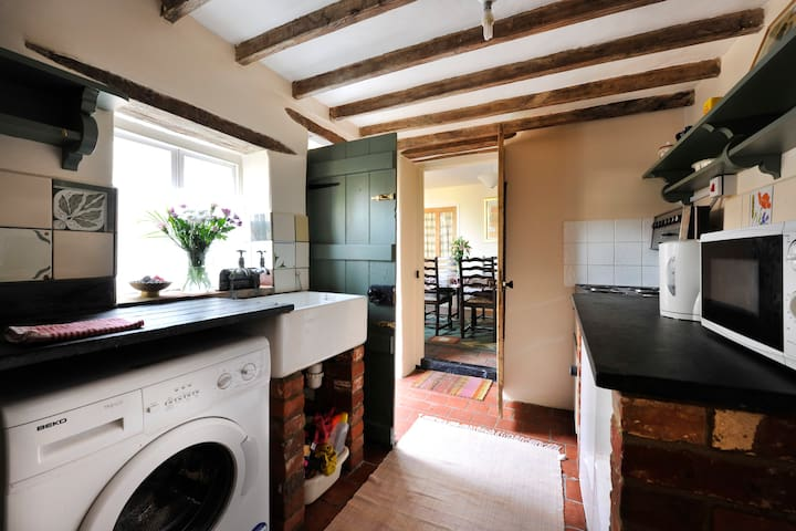 Terraced Cottage - 5 min to centre