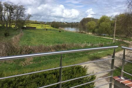Appartement avec terrasse donnant sur l'Yonne