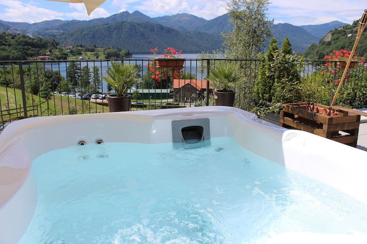 private grand suite with jacuzzi and lake view